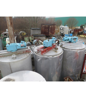 """USED TANK - 650 GAL - 4' X 7' STAINLESS STEEL (48"""" X 84"""") - INSULATED - AGITATOR MIXING TANK - FOR SALE"""
