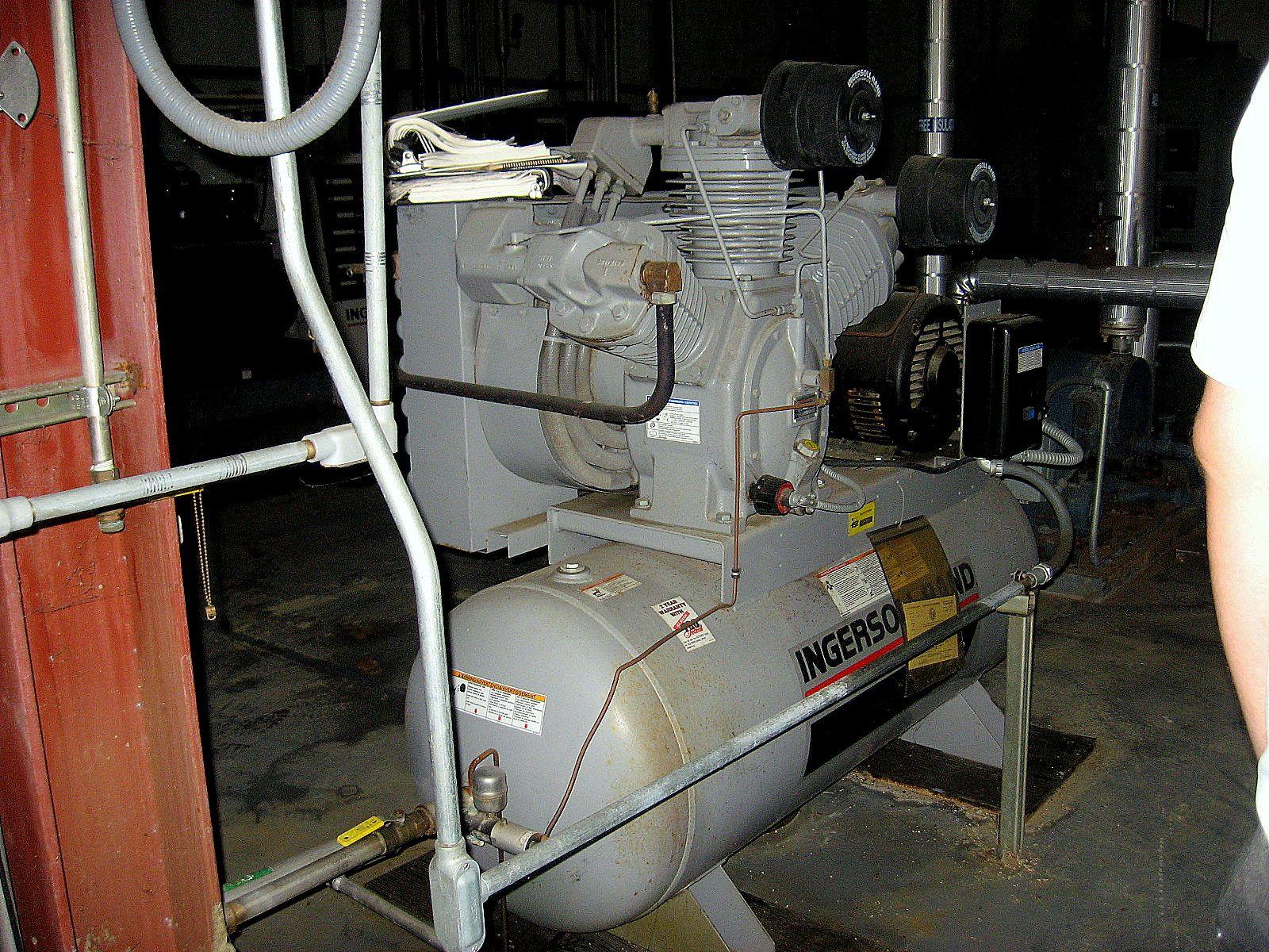 AIR COMPRESSOR - INGERSOLL RAND 3000 E25 - 25 HP - 175 PSI